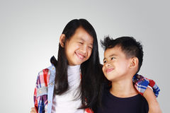 亚裔兄弟和姐妹 免版税库存图片