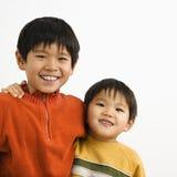 亚裔兄弟 库存照片