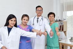 亚裔医疗保健小组专家 免版税图库摄影