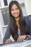 亚裔印地安妇女或女实业家在办公室 免版税库存照片