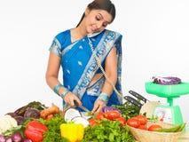 亚裔厨房妇女 免版税图库摄影