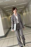 亚裔可爱的女商人 免版税库存照片