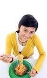 亚裔吃的面条妇女 免版税库存图片