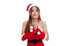 亚裔圣诞节圣诞老人女孩祈祷 免版税库存图片