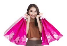 亚裔夫人运载一个购物袋 免版税图库摄影