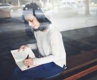 亚裔夫人Writing Notebook Diary Concept 免版税库存照片