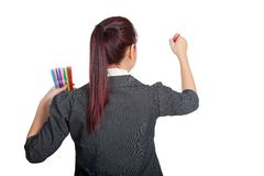 亚裔女商人写与颜色笔在whiteboard 库存图片