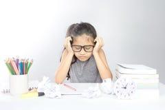 亚裔女孩在她的研究得到乏味 免版税库存照片