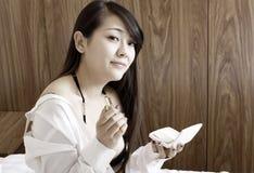 亚裔女孩室内纵向 免版税库存图片