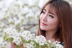 亚裔女孩室外纵向 免版税库存图片