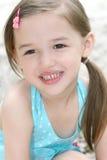 亚裔女孩微笑的小孩 免版税图库摄影
