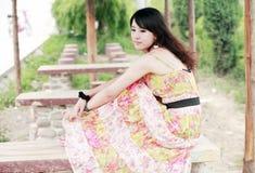 亚裔女孩放松的年轻人 库存照片