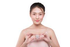 亚裔女孩秀丽画象有完善的裸体构成藏品的 免版税库存照片