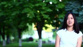 亚裔女孩美丽的女性画象 股票视频