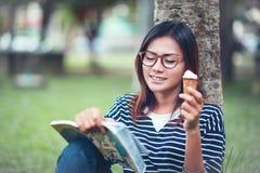 亚裔妇女享用了 免版税图库摄影