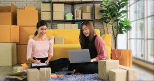 亚裔妇女在产品商店 股票视频