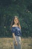 年轻亚裔妇女室外戏院颜色过程样式画象  免版税库存图片