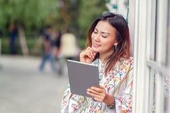 亚裔妇女是愉快的 免版税库存图片