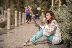 亚裔妇女的图片 免版税库存图片