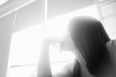 年轻亚裔妇女画象看光,希望概念,发现未来概念,高关键图片样式 免版税图库摄影