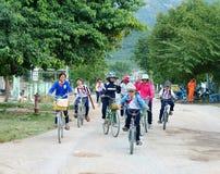 亚裔孩子,越南乡下学生 免版税库存图片