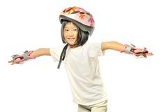 亚裔小女孩演奏直排轮式溜冰鞋 免版税图库摄影