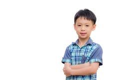 亚裔小男孩在白色背景微笑 免版税库存图片