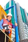 亚裔工作者或监督员建筑工地的 免版税库存图片