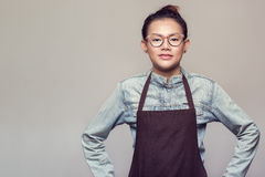 亚裔常设妇女 免版税图库摄影