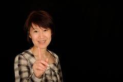 亚裔微笑的妇女 免版税库存图片
