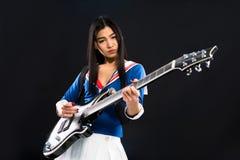 亚裔摇滚明星夫人在演播室 免版税图库摄影