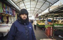 亚裔摊位市场推销员画象  免版税图库摄影