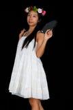 亚裔泰国女孩拿着在她的项的羽毛球拍 库存照片