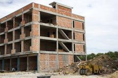 亚裔泰国工作者和地方机械运作的建造者新的大厦 库存照片