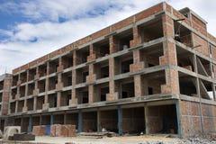 亚裔泰国工作者和地方机械运作的建造者新的大厦 库存图片
