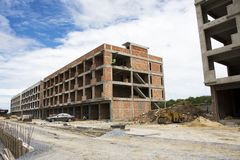 亚裔泰国工作者和地方机械运作的建造者新的大厦 免版税库存照片