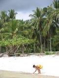 亚裔海滩妇女 免版税库存照片