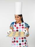 亚裔烘烤曲奇饼妇女 库存图片