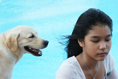 亚裔狗重点女孩她的宠物 库存照片