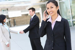 亚裔电话妇女 免版税库存图片
