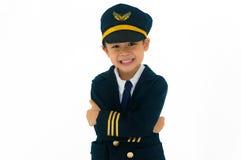 亚裔男孩佩带的试验制服,愉快地微笑 隔绝在wh 免版税库存照片