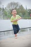 亚裔男孩逗人喜爱的公园 库存照片
