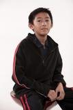 亚裔男孩逗人喜爱的前青少年的年轻&# 免版税库存图片