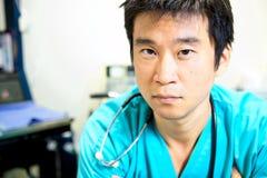 亚裔男性护士 免版税库存图片