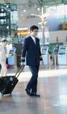亚裔男性飞行员在茵契隆国际机场 免版税图库摄影