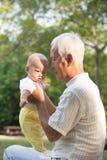 亚裔祖父 免版税库存图片