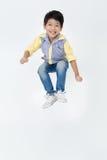 亚裔逗人喜爱的男孩画象跳跃 库存照片