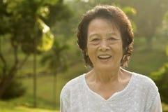亚裔高级妇女 免版税图库摄影
