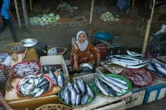 亚裔鱼叫卖小贩 库存图片