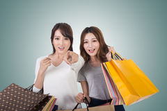 亚裔购物妇女 库存图片